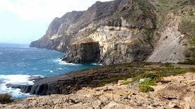 RaiPlay, Pantelleria, isola di terra